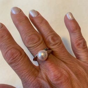 Caroline Néron pink pearl and silver ring